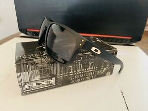 Oakley OO9102 Holbrook Polarized Sunglasses Matte Black