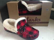 NEW Clarks Fur Lined Red/Black Buffalo Plaid Check Indoor/Outdoor Slippers 7M
