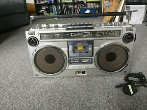 Vintage Sharp Radio Cassette GF-9191 (Ghetto Blaster/Boombox) in working order.