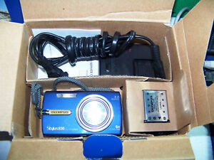 Olympus Stylus 830 8.0MP All-Weather Digital Camera - Blue - Bundle - [Ex Cond]