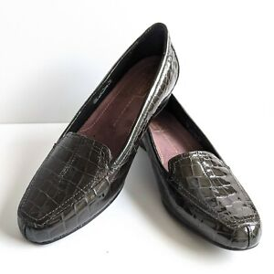 Clarks Green Brown Timeless Loafers 9.5W Embossed Croc Comfort Slip-ons Flats
