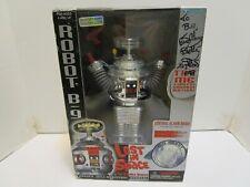 1997 LOST IN SPACE B9 CHROME ROBOT TRENDMASTERS W/RED PISTOL ***NIB***
