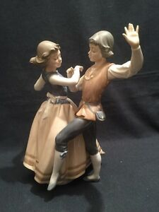 Lladro Couple Dancing The Polka Retired Mint & Boxed (ref P364)