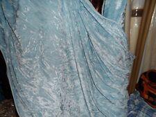 environ 147.32 cm 2 mètres NEUF qualité Baby Blue Ice Crush en velours.. Largeur 58 in