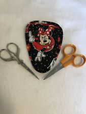 Handmade MINNIE MOUSE IV on black Quilted embroidery needlework scissor holder
