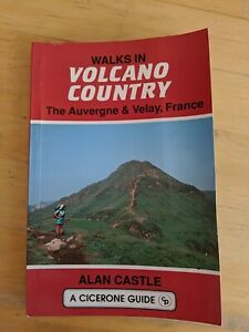 Walks in Volcano Country (A Cicerone guide) By Alan Castle