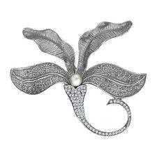 Broschen und Anstecknadeln aus Steringsilber mit Perlen