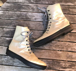 Tod's Beige Patent Leather Lace Up Boots Women's Size 40 EU *FLAW