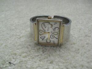 Vintage Geneva Platinum Siler and Gold Metal Womens Bracelet  Watch