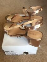 BNIB head over heels by Dune 596mandi Rose Gold block tube strap sandal size 6 (
