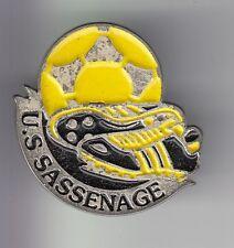 RARE PINS PIN'S .. FOOTBALL SOCCER CLUB TEAM CHAUSSURES US SASSENAGE 38 ~DJ