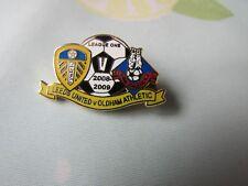 Leeds United v Oldham Athletic 2008 - 2009 Liga de Fútbol Insignia Pin uno