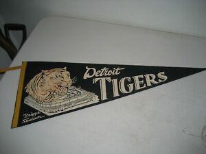 "1940s DETROIT TIGERS  ""BRIGGS STADIUM"" FULL SIZE FELT PENNANT VINTAGE  29 1/2''"