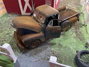 Barn Find Cars - Model Art: Danbury Mint 1:24 1953 Chevrolet Pickup - Rusted