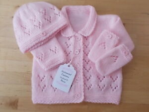 """New Beautifully Hand Knitted """"LACY""""  3 piece Baby Cardigan,Hat & Mitts Gift Set"""
