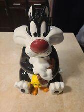 Warner Brothers exclusive - Sylvester and Tweety Bird Ceramic Cookie Jar - 1997