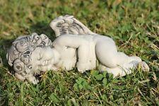 Rosenengel Luel liegend, Engel aus Resin, L 18 cm, Gartenengel schlafend