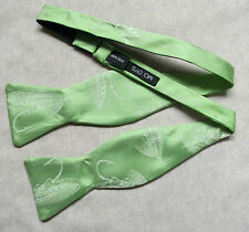Nouveau Luxe Soie Self Tie Dickie Bow Tie British Made Feather Pêche Crochet Vert