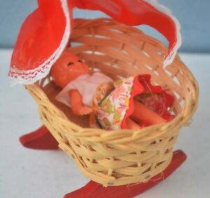 Miniature Dollhouse Toy Swing Baby Cot Lundby ?