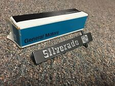 NOS 79-80 CHEVROLET TRUCK C/K TRUCK SILVERADO DASH EMBLEM GM 347705