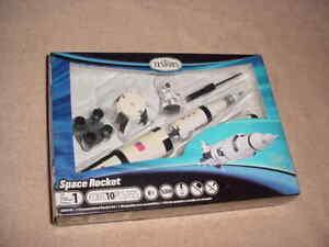Testor's Space Rocket  USA  Model Kit # 650049   (NISB)