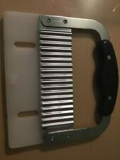 The Pampered Chef Straight Crinkle Cutter Includes Cover Guc