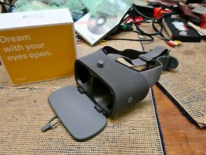 Google Daydream VR (virtual reality) Headset And Controller Only , AS NEW, 2017
