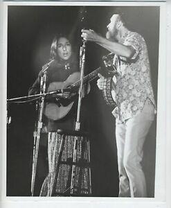 ORIGINAL JOAN BAEZ & PETE SEEGER FOLK MUSIC PHOTO VINTAGE 8X10 INCHES