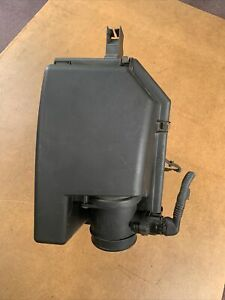 2003-2005 Volvo XC90 Air Cleaner Box Assembly T6 2.9L 8638962 OEM