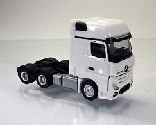 Herpa LKW  305167-002  Mercedes-Benz Actros Gigaspace 6x4 ZGM - weiß / white