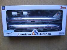 AMERICAN AIRLINES Boeing 777-200 NewRay NEU / MINT!