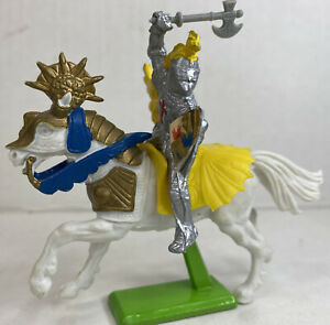 VTG 1971 Britains LTD Deetail Toy Soldier Knight Riding Horse On Metal Stand