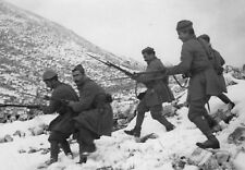 WWII photo Greek soldiers descend the slope during the war with Italy 59a