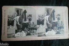 STA806 Scene de genre Homme Femme menage berceau albumen Photo stereoview 1900