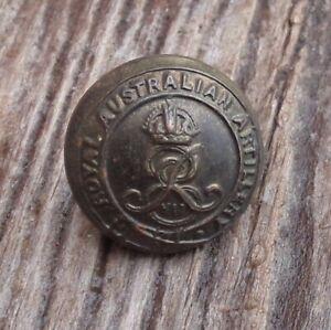 PRE WWI ROYAL AUSTRALIAN  ARTILLEY UNIFORM BUTTON 17mm 1901-1910