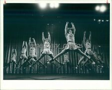 New listing 1981 Newbury Park High School Cheerleading Squad Original News Service Photo