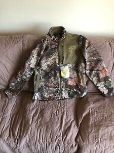 Browning 18732652.  New Camo Hunting  Zippered Jacket