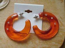 Schöne Creolen. Orange. Sichel. Butterfly. Ohrschmuck.Mit Modesteinen.