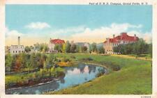 ND, Grand Forks    UNIVERSITY OF NORTH DAKOTA~Campus Scene    c1940's Postcard