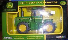 Modelle von Landwirtschaftsfahrzeugen aus Kunststoff für John Deere