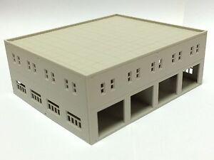 Outland Models Modelleisenbahn moderne Garage / Logistikzentrum Spur N 1:160