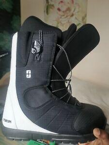 forum Snowboard Boots UK Size 8, Black, Mint Condition