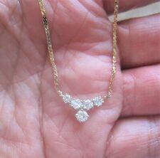 Un hermoso colgante de diamantes en oro Amarillo de 14ct