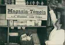 Magasin témoin, 1947, ici à Neuilly Vintage silver print Tirage argentique