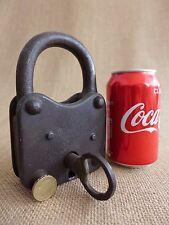 """Antico GRANDE """"IL PAESE DELL'ACQUA"""" Lucchetto con una sola chiavetta, funzionante, pesante, 1.2kg"""