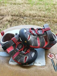 Keen Newport H2 Gray/Red BRAND NEW Toddler 4C