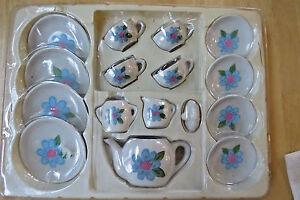 VINTAGE 17 Piece SERVES 4 BLUE Flower ON WHITE Porcelain Tea Kitchen Playset