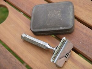 UNUSUAL VINTAGE GENTS RAZOR IN TIN CASE MARKED 'STAR' PATENTED 1912
