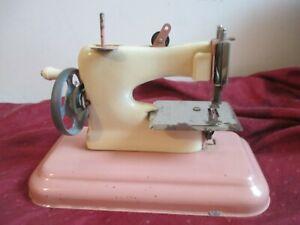 JOUET ANCIEN METAL TOLE MACHINE A COUDRE cousette S.G.D.G France VINTAGE