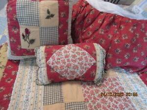 Queen Size Reversible Deep Red & Gold Comforter w Shams, Skirt & Pillows, VGC!
